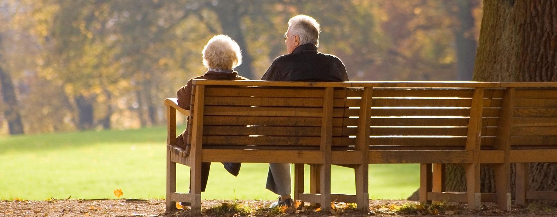 slider-couple-on-bench